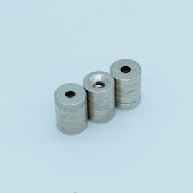 Магнит неодимовый. Диск 8х4,5 мм, отверстие 3 мм