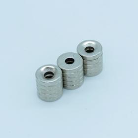 Магнит неодимовый. Диск 10х4,5 мм, отверстие 3,5 мм