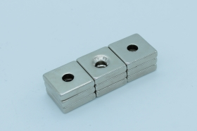 Магнит неодимовый 19х19x4,5 мм с отверстием 5,5 мм