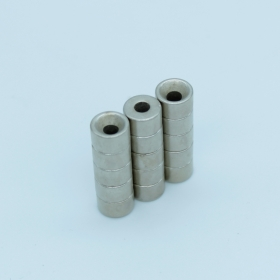 Магнит неодимовый. Диск 8х2,6 мм, отверстие 3 мм