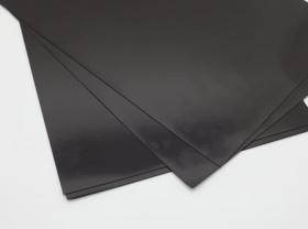 Виниловый магнит без клеевого слоя. Размер листа 620х400х1 мм.