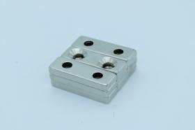 Магнит неодимовый 30х10x5 мм, с двумя отверстиями 4 мм